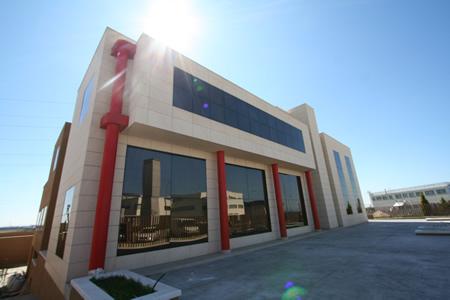 Exteriores exterior edificio superficie instalaciones for Gimnasio villaviciosa de odon