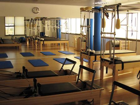 Pilates maquinas clases equipos instalaciones fotos for Gimnasio villaviciosa de odon