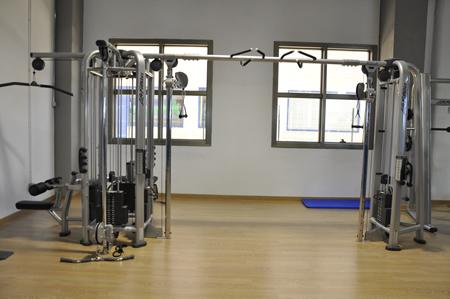 Instalaciones maquinas equipamiento corpore gimnasio for Gimnasio villaviciosa de odon