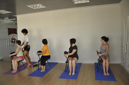 Yoga reiki ejercicios actividades tecnica aprender for Gimnasio villaviciosa de odon